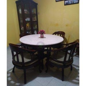set meja makan tradisional
